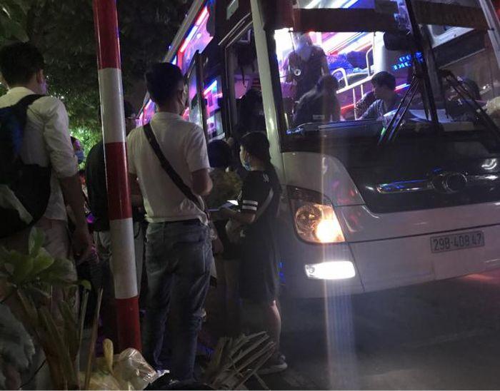 Hà Tĩnh kiểm soát cửa ngõ, khẩn tìm người đi trên 2 xe khách