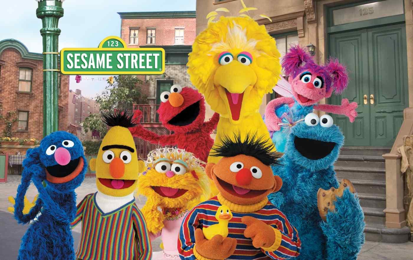 Sony nhận thấy một loạt cơ hội gắn liền với Sesame Street, từ buôn bán và phát triển trò chơi đến nâng cao nhận thức về các vấn đề xã hội ở Nhật Bản. © 2021 Hội thảo Sesame. Đã đăng ký Bản quyền.