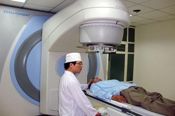 Bài II: Bệnh nhân ung thư ở Thanh Hóa mòn mỏi chờ sửa máy xạ trị: Chiếc máy xạ trị không có tội
