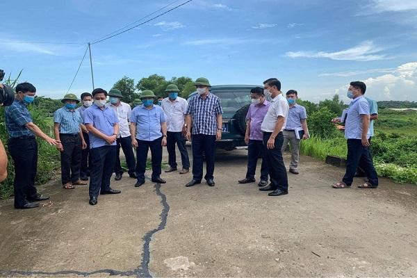 Thanh Hóa: Phó Chủ tịch UBND tỉnh Lê Đức Giang chỉ đạo khắc phục sự cố đê sông Bưởi xuống cấp