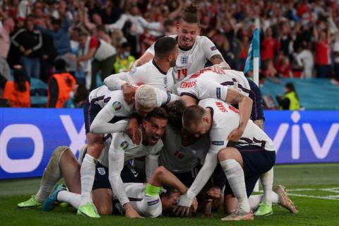 EURO 2020: Tuyển Anh vào chung kết sau khi nhọc nhằn thắng Đan Mạch 2-1