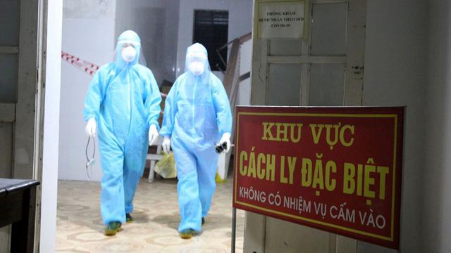 Công đoàn ngành Y tế Hà Tĩnh tặng 200 thẻ bảo hiểm cho tuyến đầu chống dịch