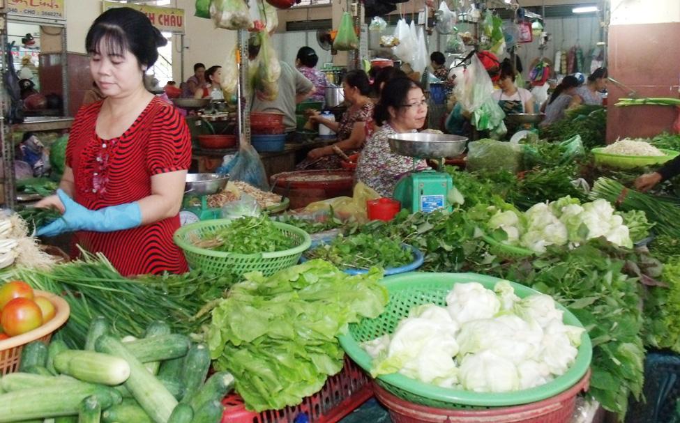 Chợ Tân Biên (TP. Biên Hòa) trung bình mỗi đêm cung cấp ra thị trường khoảng 340 tấn rau, củ, quả các loại.