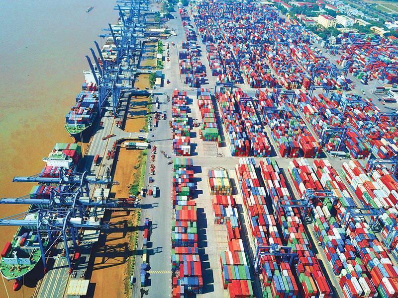 HSBC tiếp tục hạ dự báo tăng trưởng Việt Nam xuống 6,1%