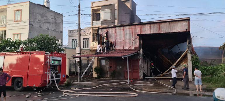 Hải Phòng: Nỗ lực khống chế cháy lớn, cháy lan