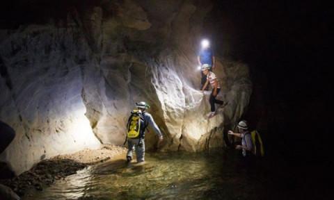 Quảng Bình: Khai thác thử nghiệm sản phẩm du lịch thám hiểm hang Ba