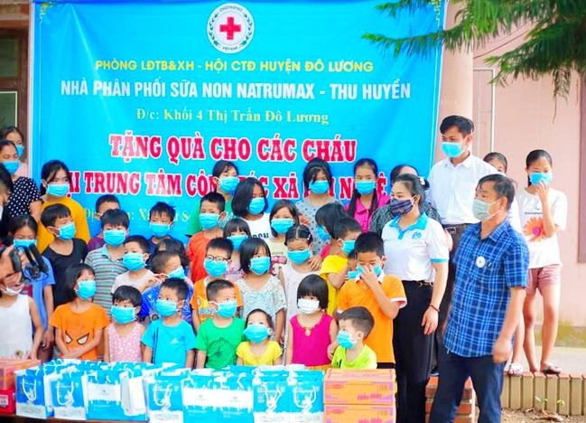 Natrumax tặng quà cho trẻ em vùng dịch với số tiền hơn 500 triệu đồng