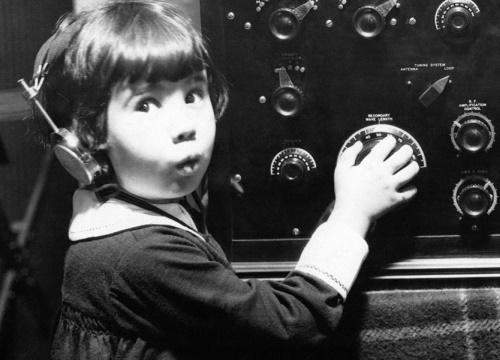 Có khối tài sản triệu đô la từ lúc 5 tuổi nhưng lại trở thành nỗi bi kịch với gương mặt vàng trong giới phim câm Hollywood - Baby Peggy. (Ảnh: Daily Mail)
