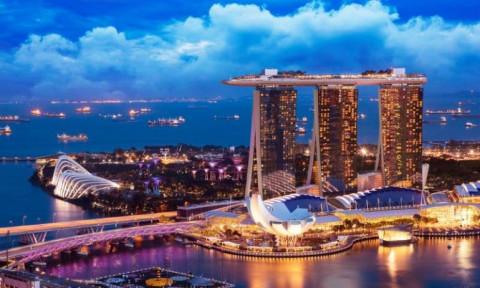 """Kế hoạch """"sống chung với Covid-19"""" của Singapore gặp trở ngại do thắt chặt các hạn chế chống dịch"""