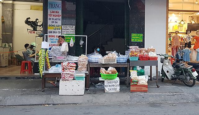 Các hàng quán Đà Nẵng vẫn được hoạt động bán mang về, trừ những mặt hàng hóa không thiết yếu.