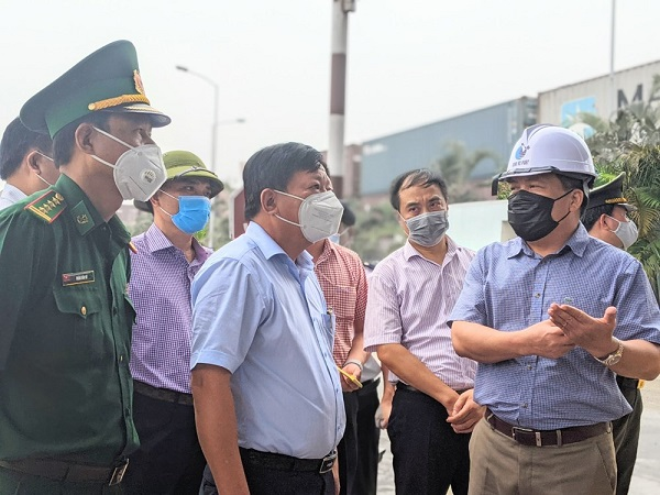 Lãnh đạo Cảng Đình Vũ báo cáo về công tác kiểm soát các phương tiện vận tải ra vào Cảng Đình Vũ
