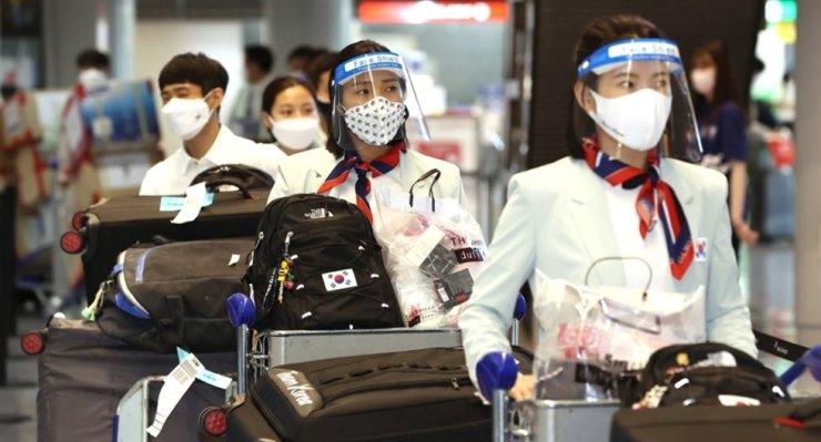 Phái đoàn Olympic của Hàn Quốc đến sân bay quốc tế Narita ở Nhật Bản, ngày 19 tháng 7