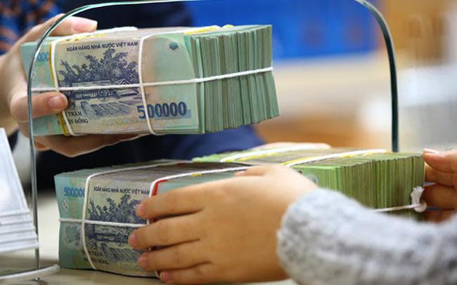 Tiền gửi cá nhân giảm, tổ chức tăng
