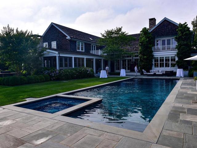 giá nhà ở đang ở mức cao kỷ lục với giá bán trung bình là 363.300 USD vào tháng 6