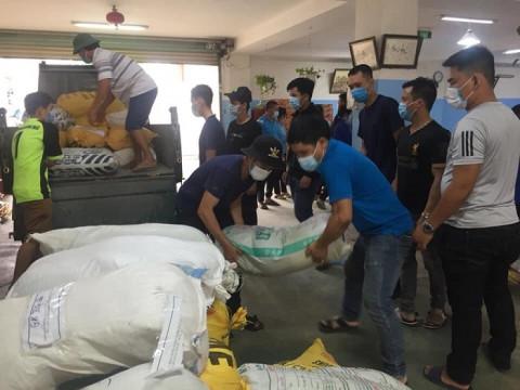 20 tấn hàng thiết yếu của bà con Quảng Ngãi chuyển đến vùng tâm dịch