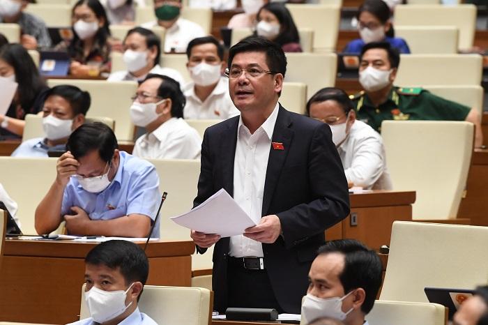 ộ trưởng Bộ Công Thương Nguyễn Hồng Diên phát biểu tại phiên họp Quốc hội chiều 25/7. Ảnh: VGP/Nhật Bắc