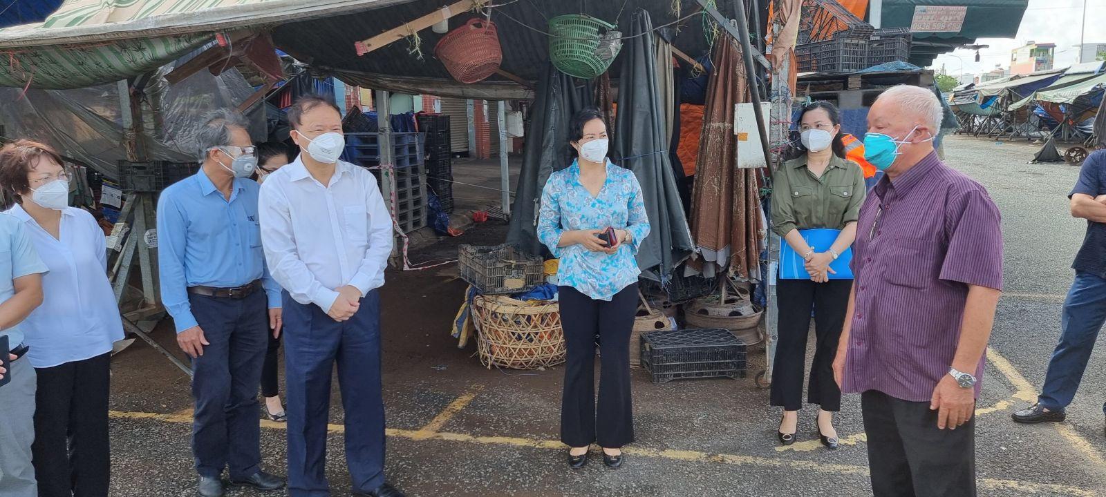 Thứ trưởng Đỗ Thắng Hải và Tổ công tác đặc biệt Bộ Công thương, Bộ NN-PTNT... đi thực tế tại chợ đầu mối TP.HCM