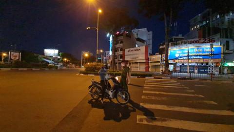 TP.HCM: Kiểm soát người dân ra đường sau 18 giờ