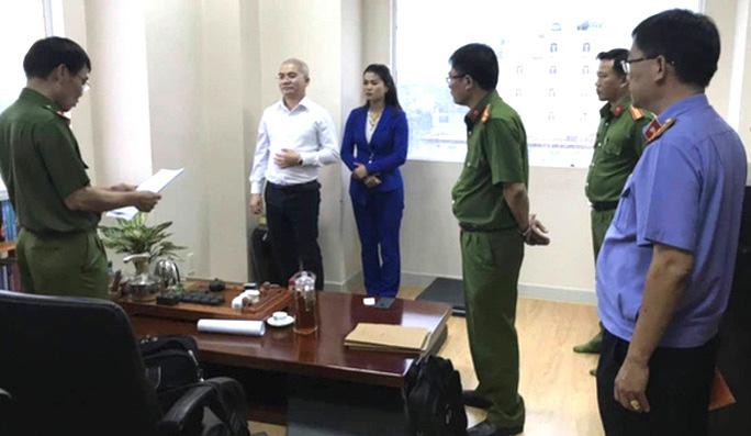 Công an TP HCM đọc lệnh bắt Nguyễn Thái Luyện