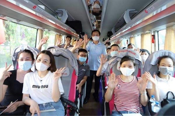 22 cán bộ y bác sỹ của Bệnh viện Nhi cùng đoàn tỉnh Thanh Hóa tình nguyện lên đường cùng TP. Hồ Chí Minh phòng, chống dịch bệnh