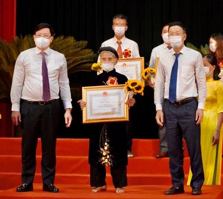 Tấm gương cụ bà Đỗ Thị Mơ ở thôn Lương Thiện, xã Lương Sơn, huyện Thường Xuân, không ỷ lại sự hỗ trợ của Nhà nước, đã tự nguyện làm đơn xin thoát nghèo
