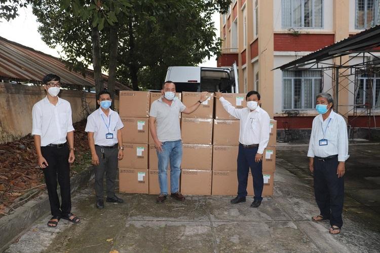 Sun Group trao tặng kit xét nghiệm Covid-19 cho CDC Tây Ninh