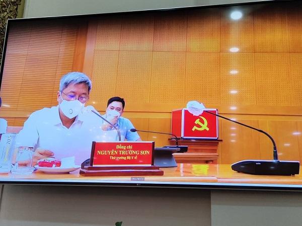 Thứ trưởng Bộ Y tế Nguyễn Trường Sơn lưu ý: Thành phố cần thiêt lập một trung tâm điều phối, hỗ trợ các Trung tâm Hồi sức tích cực để mọi hoạt động được nhịp nhàng, hiệu quả trong điều trị bệnh nhân nặng