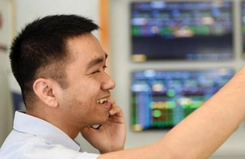 """Thị trường tài chính """"xanh"""" trở lại, VN-Index có thêm gần 17 điểm"""