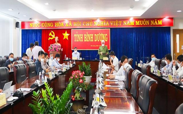 Ông Nguyễn Văn Lợi, Ủy viên Trung ương Đảng, Bí thư Tỉnh ủy phát biểu tại cuộc họp.