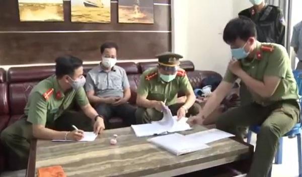 Cơ quan chưc năng thực hiện bắt tạm giam Trần Xuân Long - Chánh văn phòng Cảng hàng không quốc tế Phú Bài