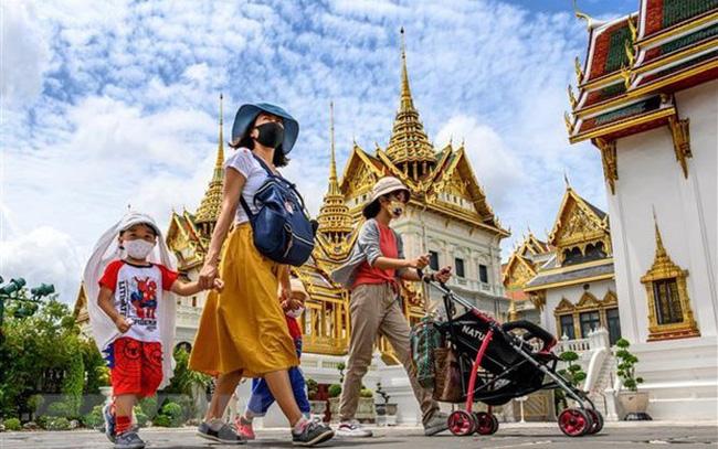 """Covid-19 đã """"hạ gục"""" kinh tế Thái Lan như thế nào?"""