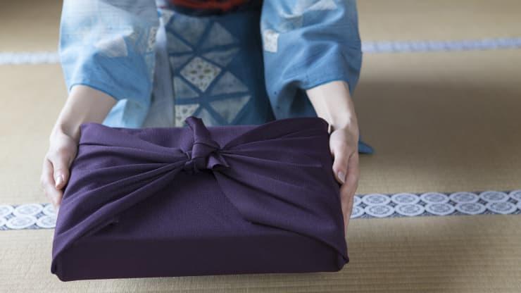 Gói quà bằng vải Furoshiki