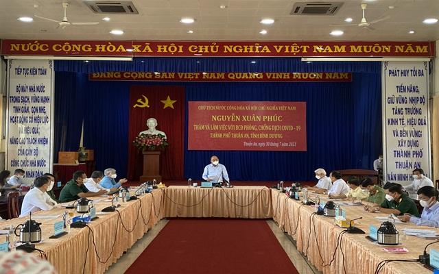 Chủ tịch nước Nguyễn Xuân Phúc phát biểu chỉ đạo tại buổi làm việc và kiểm tra công tác phòng, chống dịch Covid-19 ở TP.Thuận An.