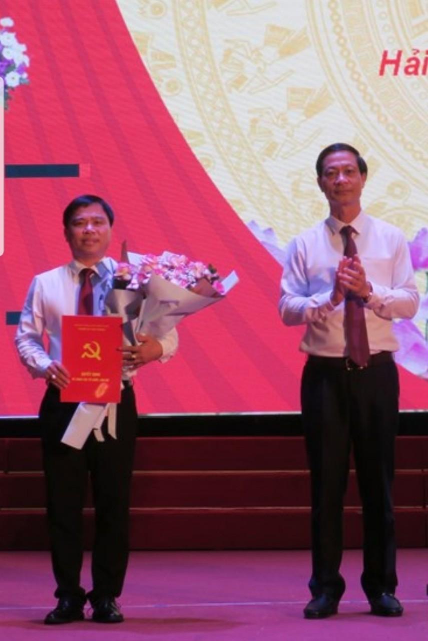 Lãnh đạo Thành ủy trao Quyết định bổ nhiệm điều động đồng chí Dương Đình Ổn giữ chức Phó Bí thư Quận ủy Hải An