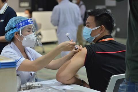 Đề nghị ưu tiên tiêm vaccine cho lao động vận tải và logistics