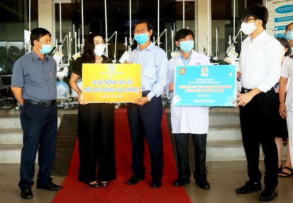 Ngay khi tiếp nhận 10 máy trợ thở do Quỹ từ thiện Kim Oanh tặng, BVĐK Bình Dương đã đưa ngay vào sử dụng và đã cứu 7 bệnh nhân qua cơn nguy kịch