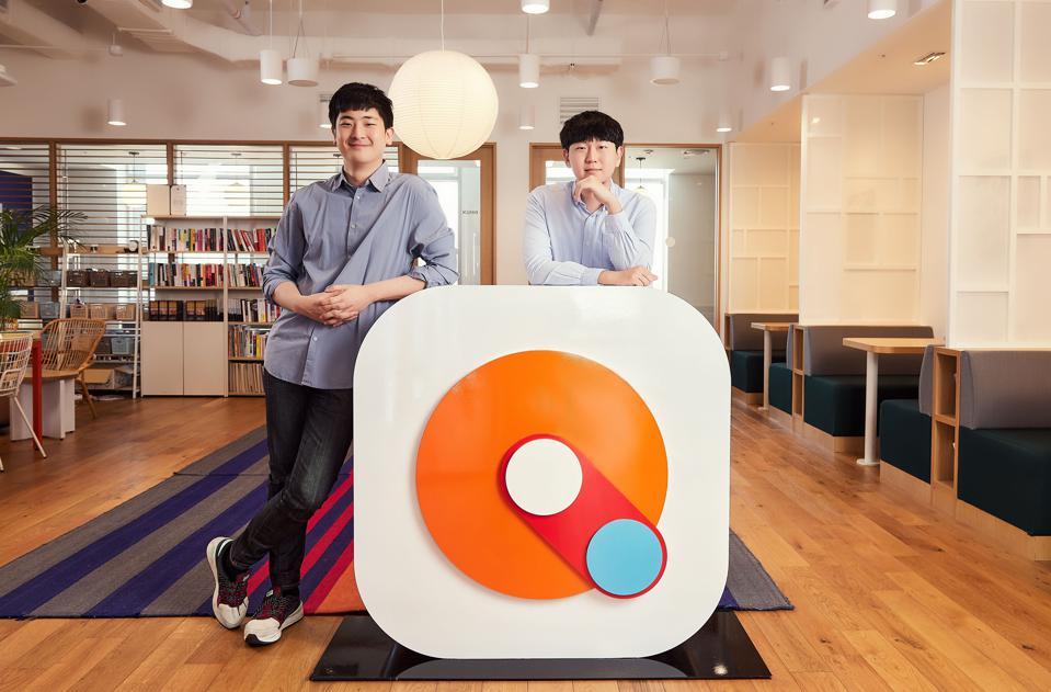 Đồng sáng lập và đồng CEO của Mathpresso Ray Lee (trái) và Jake Lee (phải). ĐƯỢC PHÉP CỦA MATHPRESSO