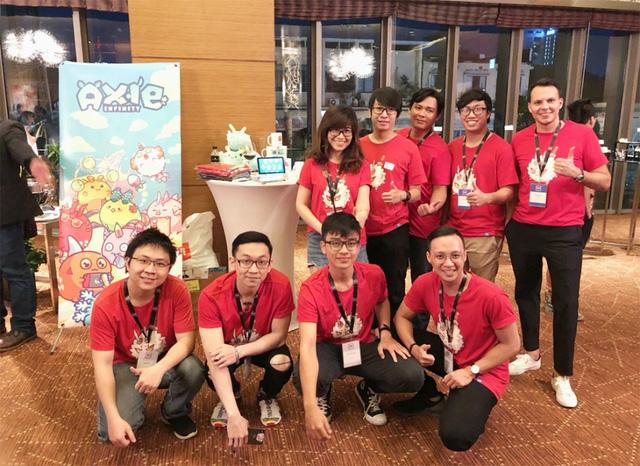 Đội ngũ phát triển Axie Infinity. Nhà sáng lập Nguyễn Thành Trung là người đứng thứ 2 từ bên phải. Nguồn: Internet