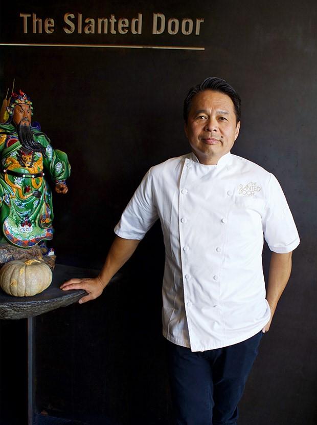 Đầu bếp Charles Phan muốn truyền lại tình yêu ẩm thực cho nhiều thế hệ sau. Ảnh: quinhon11