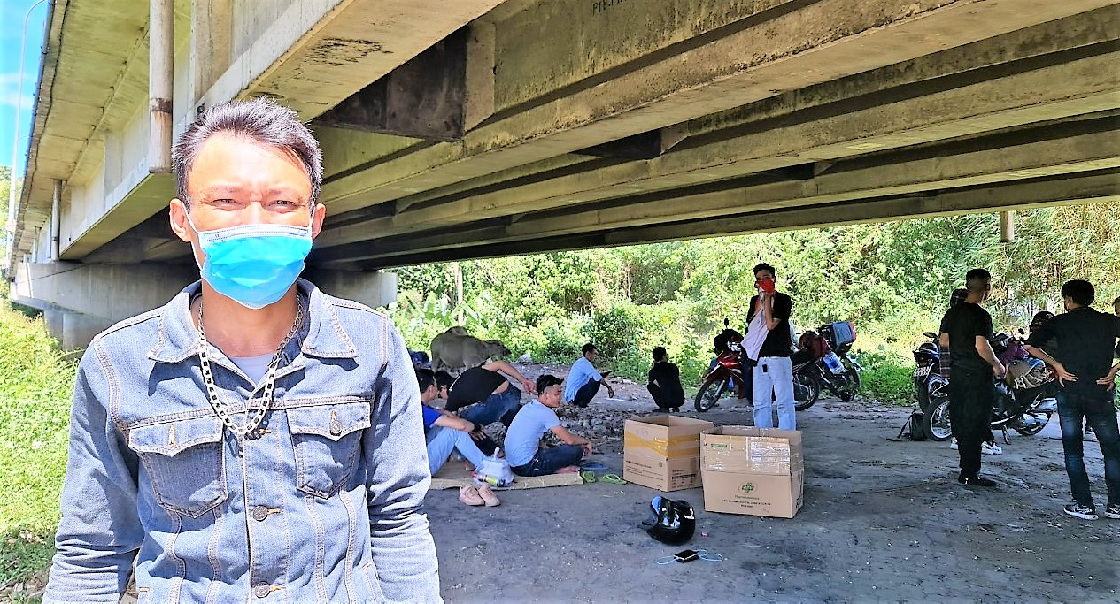 Bạn, Tuấn, quê ở tỉnh Nghệ An, thành viên đoàn chia sẻ với PV - DNHN