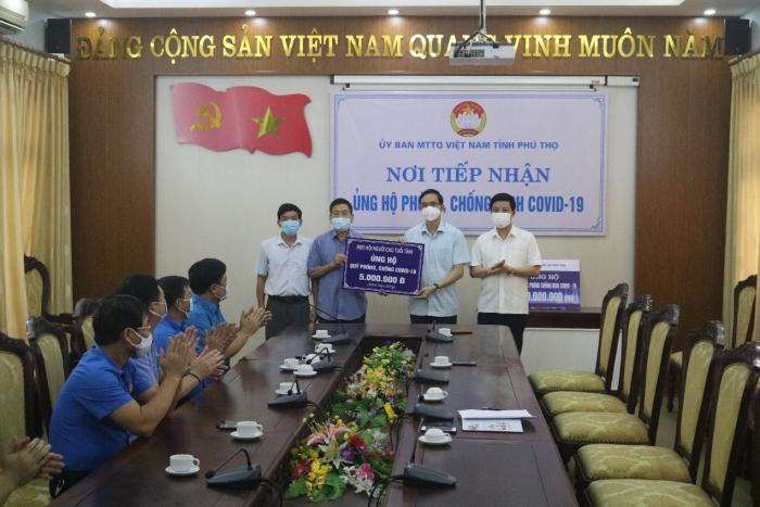 Người cao tuổi ủng hộ quỹ phòng chống Covid-19 của tỉnh Phú Thọ