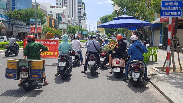 Cấp mã QR code với giấy đi đường sẽ giúp tránh cảnh tụ tập kiểm tra thủ công tại các chốt chặn kiểm soát dịch bệnh ở Đà Nẵng.