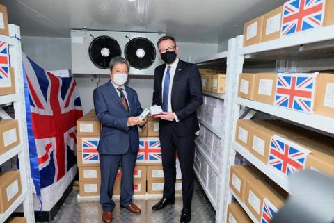 Chính phủ Anh trao tặng Việt Nam 415.000 liều vaccine COVID-19