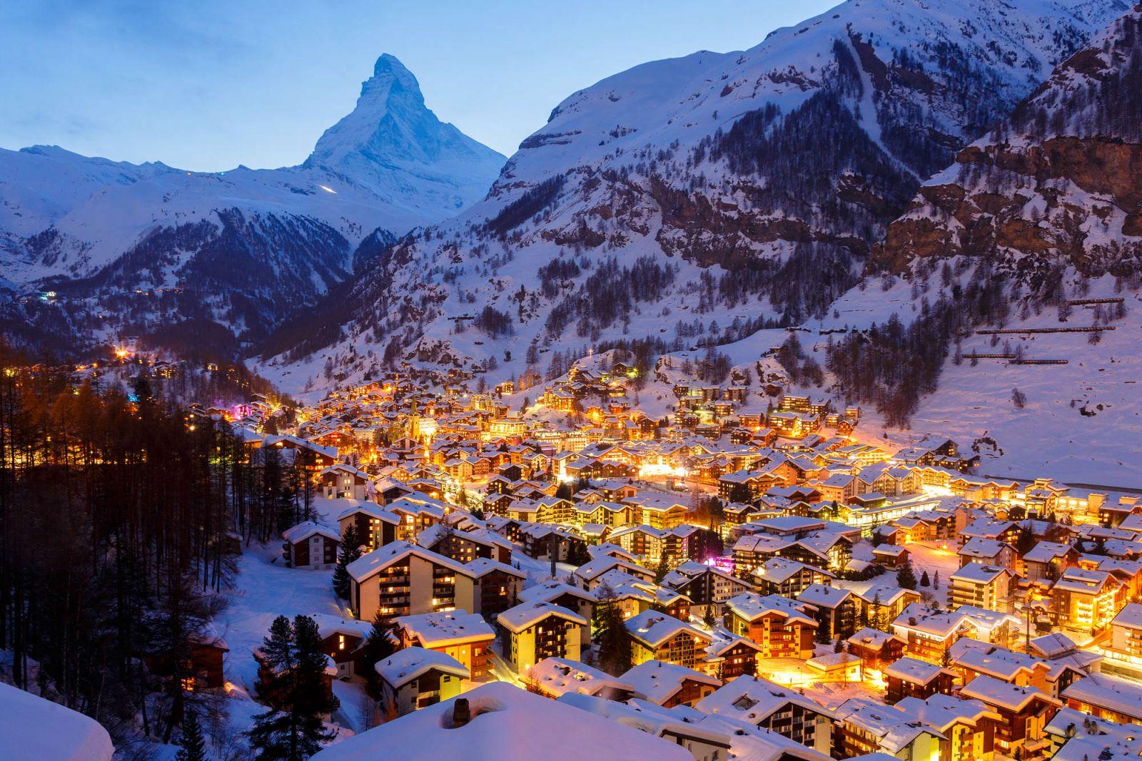 Ngôi làng Zermatt, Thụy Sĩ chìm trong tuyết