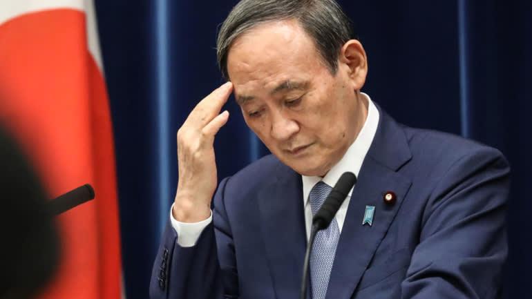 Thủ tướng Yoshihide Suga nói chuyện với báo chí ngày 30/7 về cách ứng phó với đại dịch của Nhật Bản. (Ảnh của Uichiro Kasai)