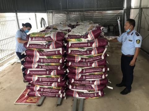 Hộ kinh doanh bị phạt gần 400 triệu đồng vì bày bán 25 tấn phân bón không phù hợp với quy chuẩn kỹ thuật