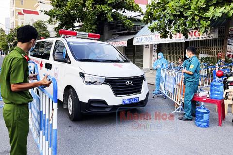 Bệnh viện Đa khoa tỉnh Khánh Hòa phong tỏa khối nhà 12 tầng do có ca dương tính với SARS-CoV-2