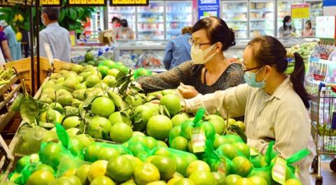 TPHCM: Người dân mua hàng hoá thiết yếu không đồng đều