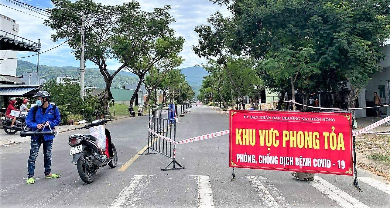 Nhiều tuyến đường trê địa bàn quận Sơn Trà bị phong tỏa nhằm ngăn chặn sự lây lan của dịch Covid-19.