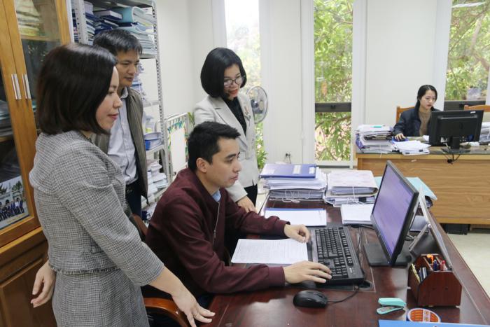 Giám sát viên cục thống kê tỉnh Phú Thọ hướng dẫn doanh nghiệp kê khai thông tin trên Webform